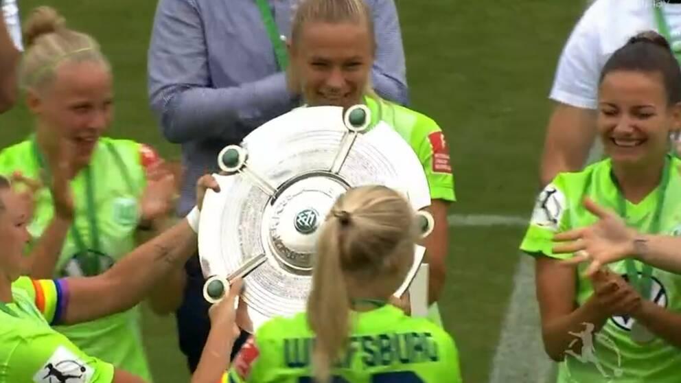 Fridolina Rolfö nätade i Wolfsburgs sista ligamatch, och fick sedan fira ligatiteln.