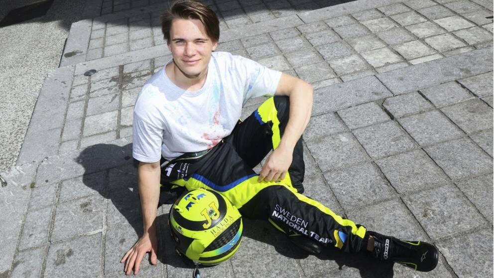Linus Lundqvist har fått en drömstart på formel-3-säsongen.