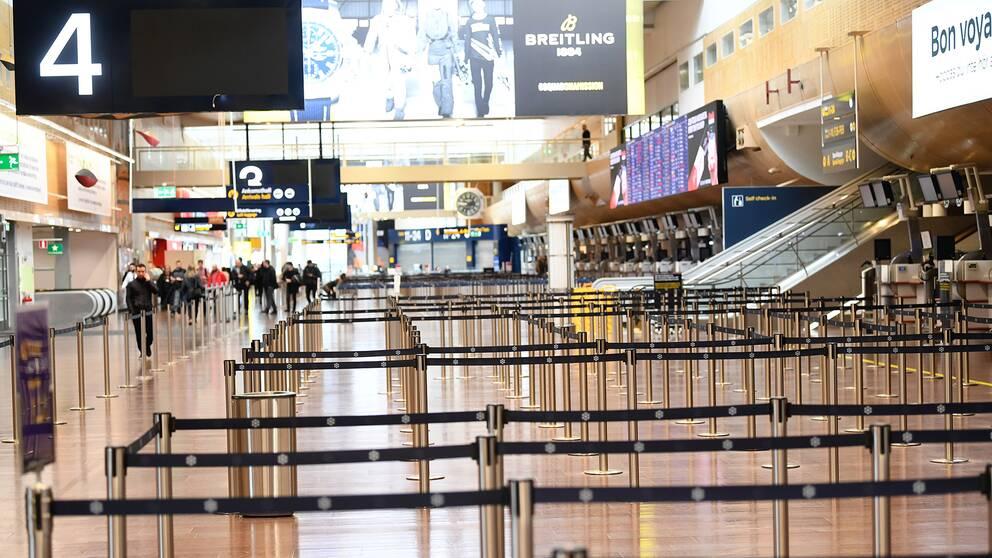 En typisk coronadag i Arlanda avgångshall när allt stod stilla. Men efter inrikesflygen öppnas det nu upp för mer utrikestrafik. Arkivbild.