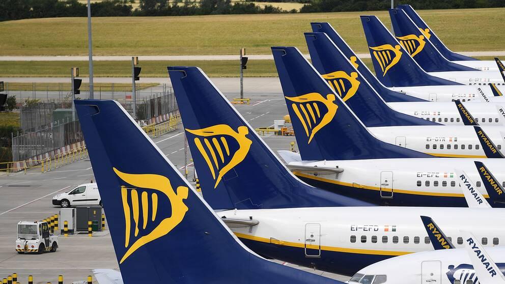 Ryanair förhandlar med personalen om sänkta löner