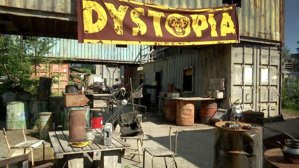 Containerstaden vid den nedlagda gruvan i Stråssa är en av de miljöer där TV-serien Dystopia utspelar sig.