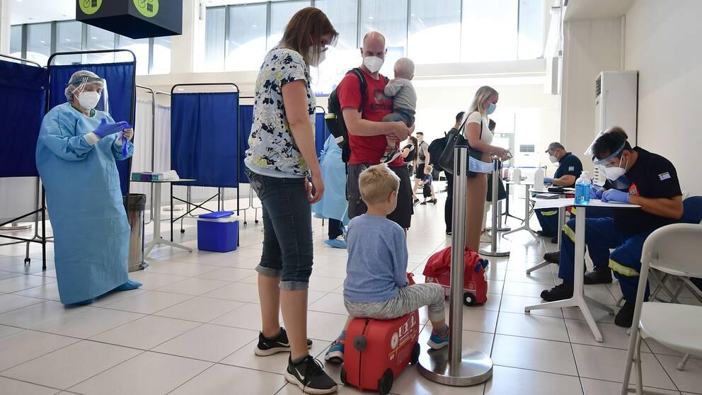 Passagerare som flög ner från Arlanda till Rhodos den 2 juli coronatestas.
