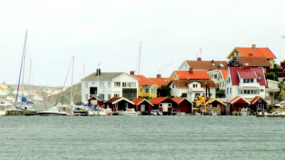 Bohuslädska stugor vid samhället Stocken.