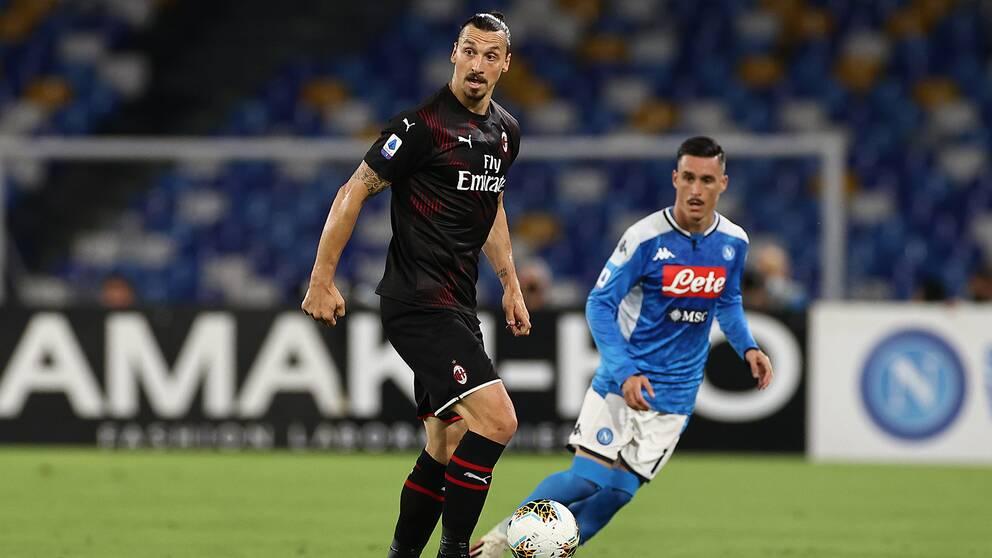 Zlatan Ibrahimovic under mötet med Napoli.