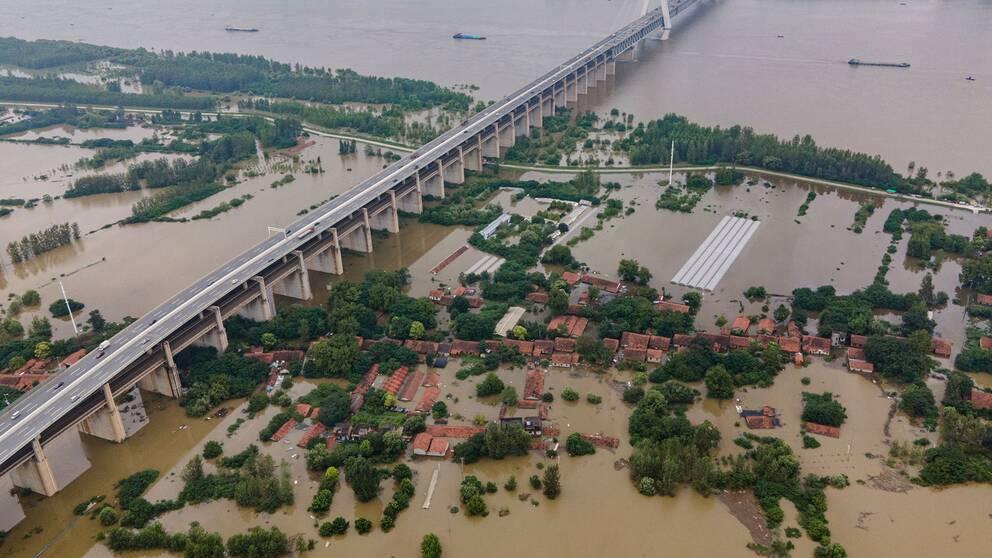 Kina sprängde damm för att lätta översvämningarna | SVT Nyheter