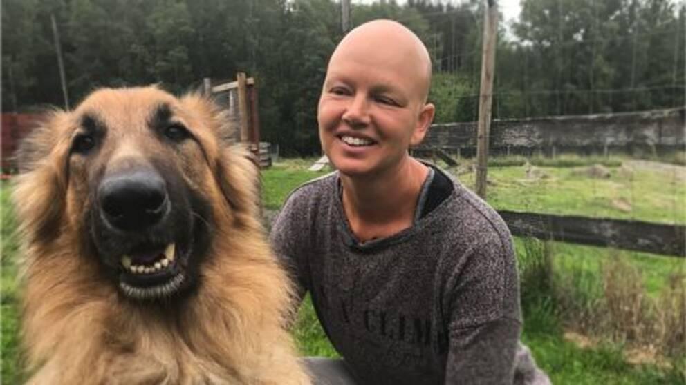 Kvinna med hund.