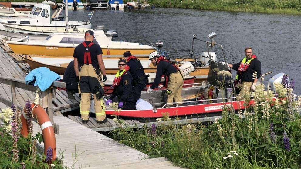 En kropp har hittats i Haparanda skärgård. Räddningstjänsten är på plats och assisterar polisen.