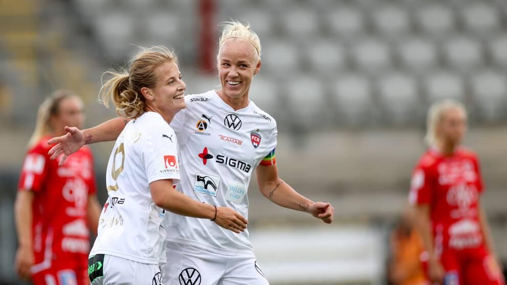 Anna Anvegård gratuleras av Caroline Seger