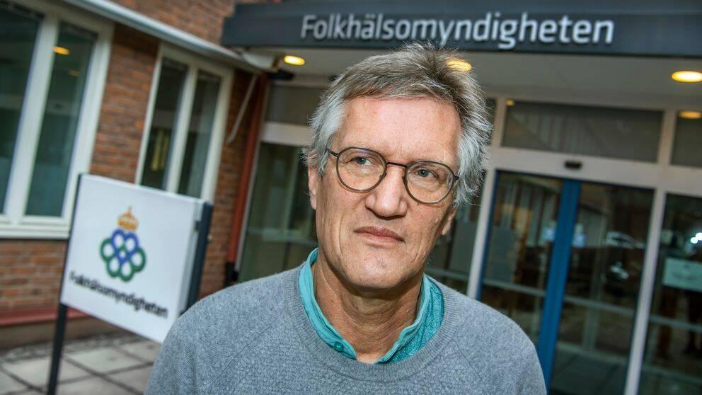 """Smittspridningen har ökat lokalt på en del platser runtom i Europa. Att länder har öppnat upp efter att tidigare varit nedstängda kan vara en möjlig orsak, enligt statsepidemiolog Anders Tegnell. Det är dock för tidigt att tala om en så kallad """"andra våg"""", säger han. Bilden visar statsepidemiolog Anders Tegnell."""