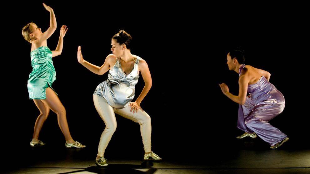 """Dansaren Anna Vnuk (i mitten) är med uppsättningen """"Hårdare snabbare Anna Vnuk""""."""
