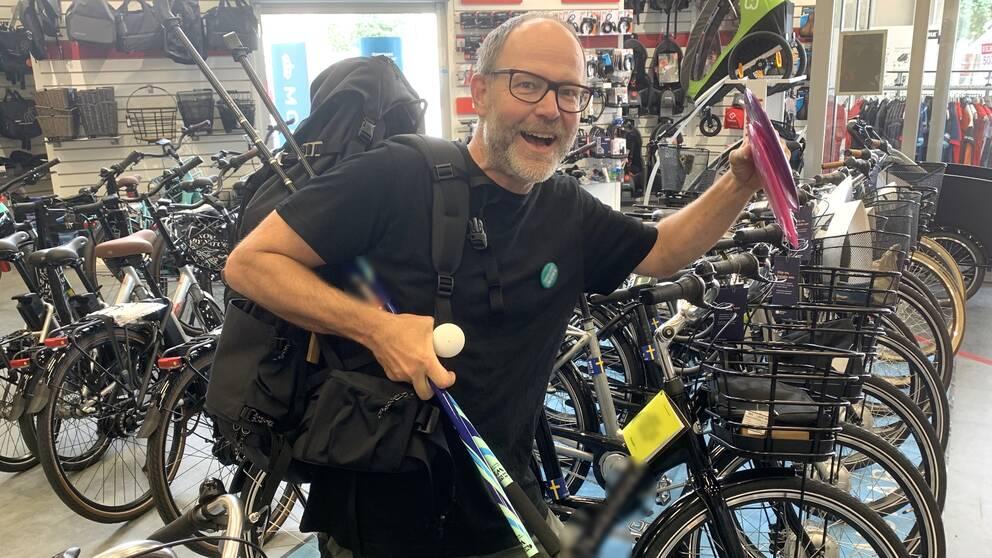 Butiksägaren Martin Jansson i Falkenberg glädjs åt att folk vill röra på sig.