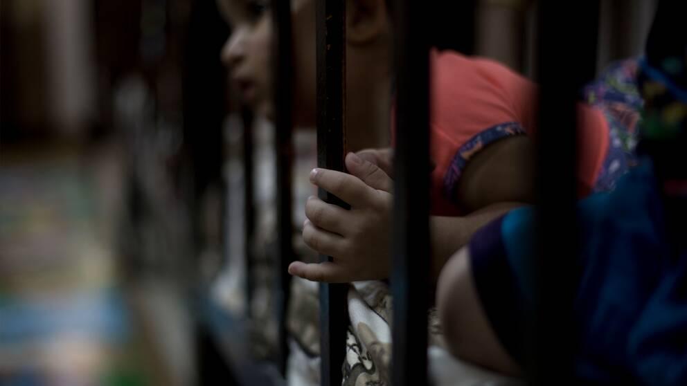 Yazidiska barnen som förts bort av IS står inför stora utmaningar, enligt Amnesty Internationals rapport.