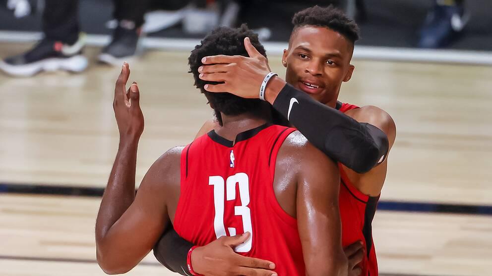 Houstons två storstjärnor James Harden (med 13 på ryggen) och Russell Westbrook gjorde sin poängmässigt bästa match tillsammans.
