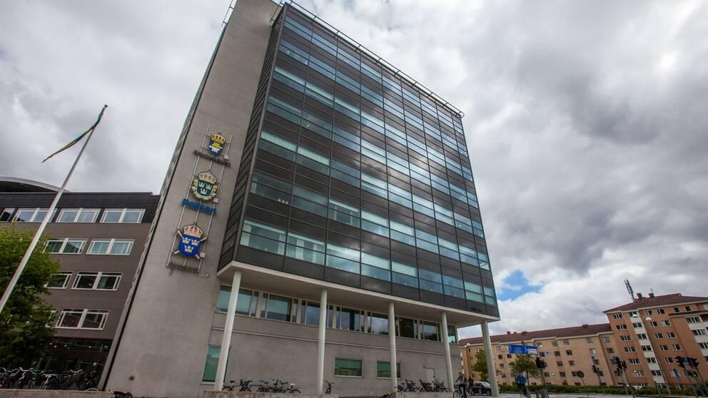 Byggnaden som inrymmer häktet i Uppsala.