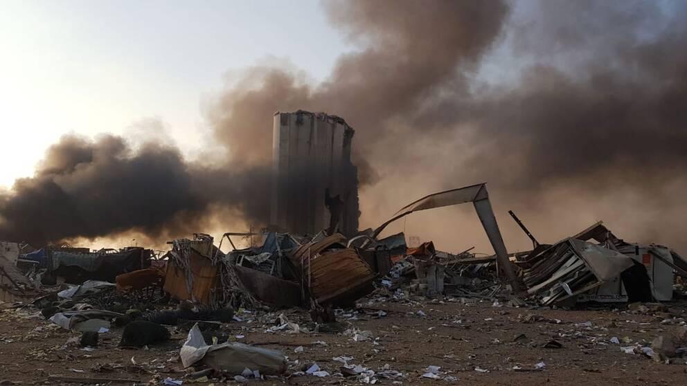 Enorm förödelse i Beiruts hamn