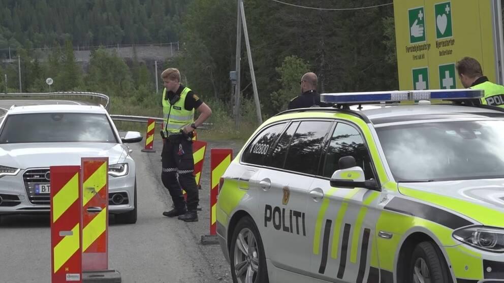 bild på norsk polisspärr vid norska gränsen vid Storlien.