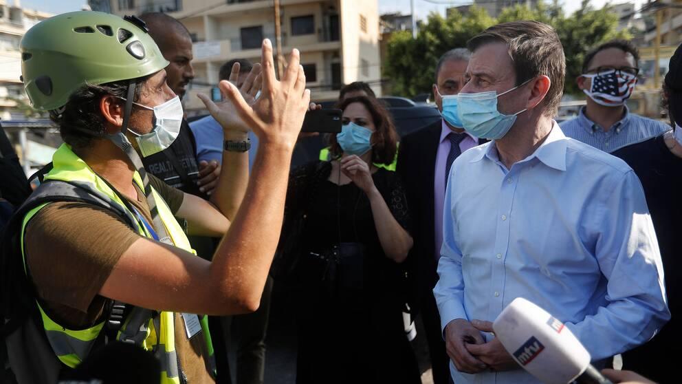 USA:s statssekreterare för politiska affärer David Hale (till höger) besöker Beirut den 13 augusti 2020.