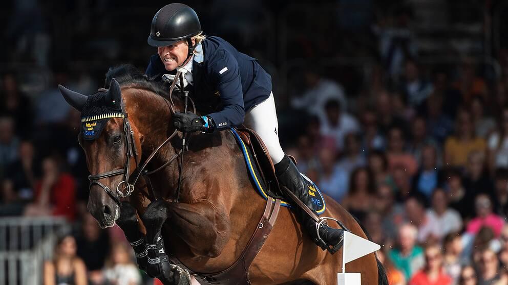 Fredrik Jönsson och hästen Cold Play.