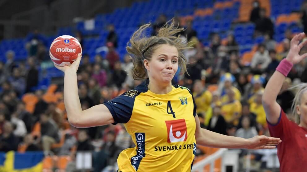 Olivia Mellegård i landslagströjan