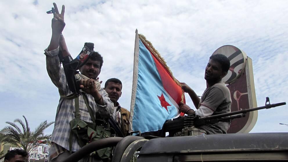 Milismän som stödjer den avgångne president Hadi i Aden