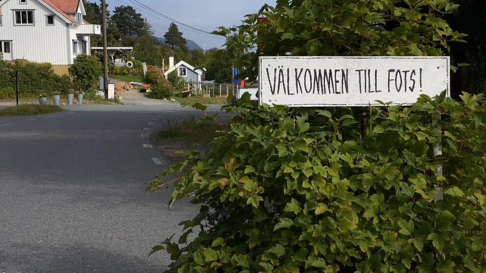 välkommen-skylt vid vägen i Bönhamn