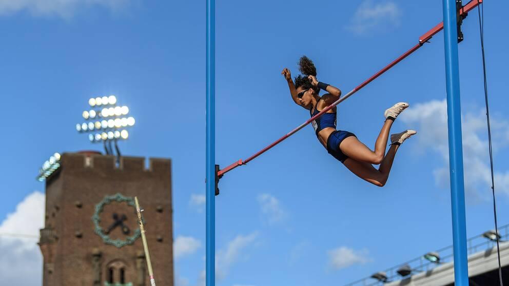 Angelica Bengtsson hoppar under Diamond League-galan på Stadion.