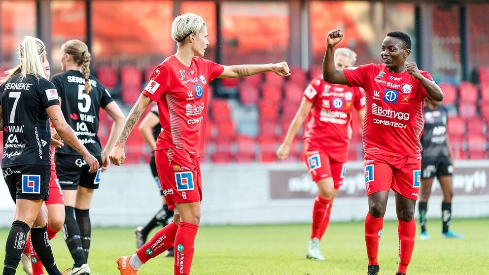 Linköpings Lina Hurtig och Orji Ebere jublar.