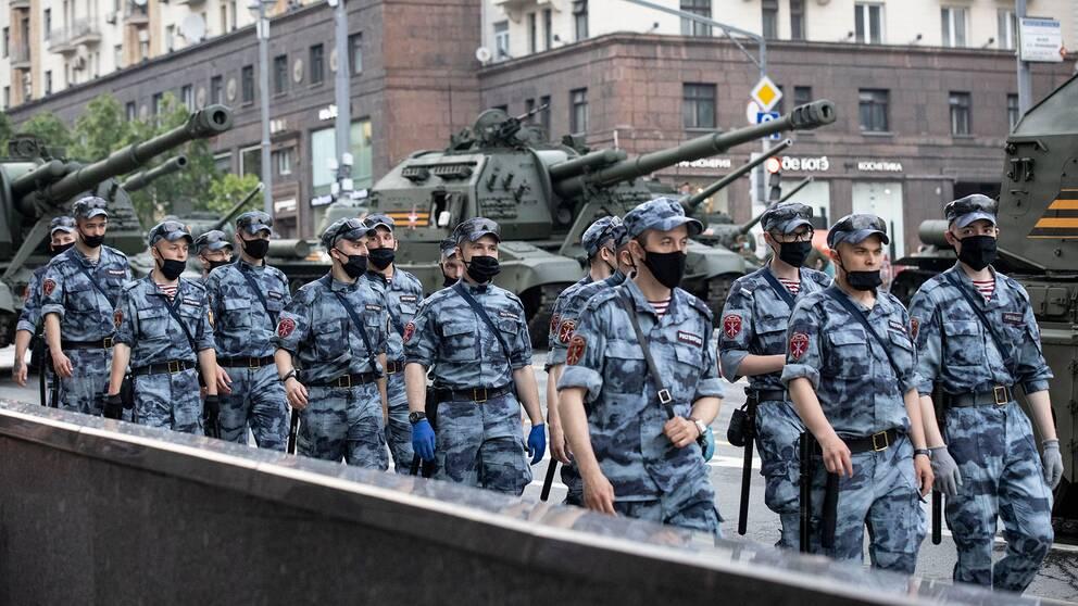 Arkivbild: Rysslands nationalgarde i parad på Röda torget i Moskva den 18 juni 2020.