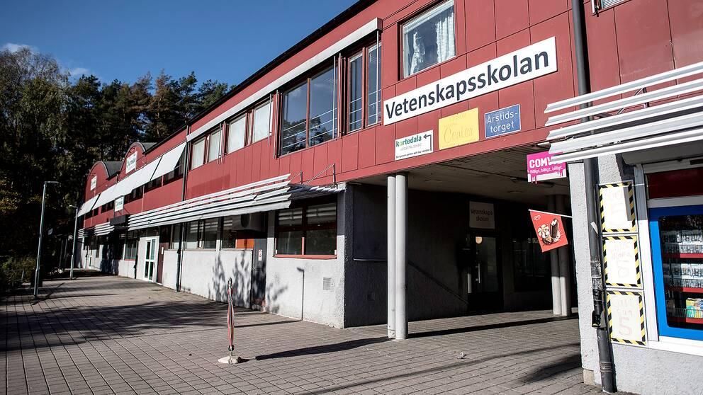 Safirskolan, tidigare Vetenskapsskolan, utanför Göteborg är en av de skolor som ägs av ett bolag med radikala islamister i ledningen.