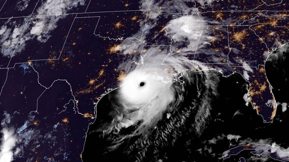 Orkanen Laura allt starkare