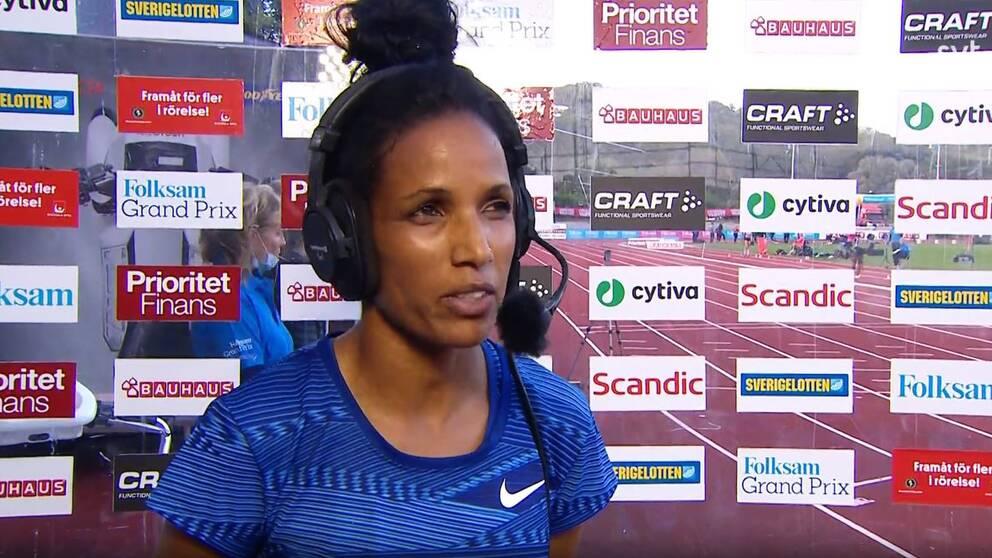 Meraf Bahta intervjuas av SVT i Göteborg.