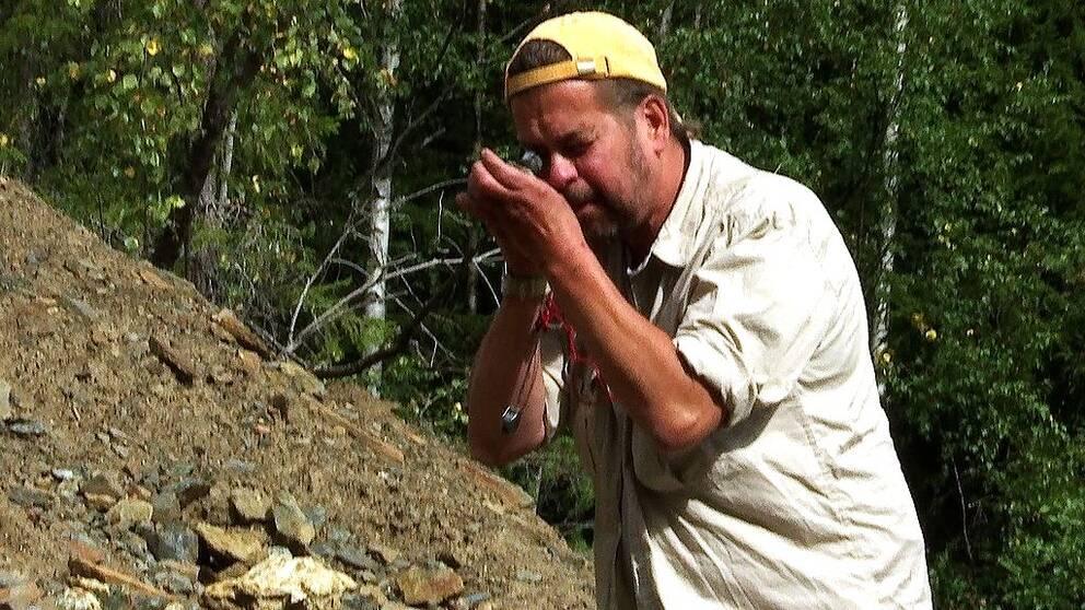 I klippet berättar stadsgeologen i vika saker jordartsmetallerna finns.