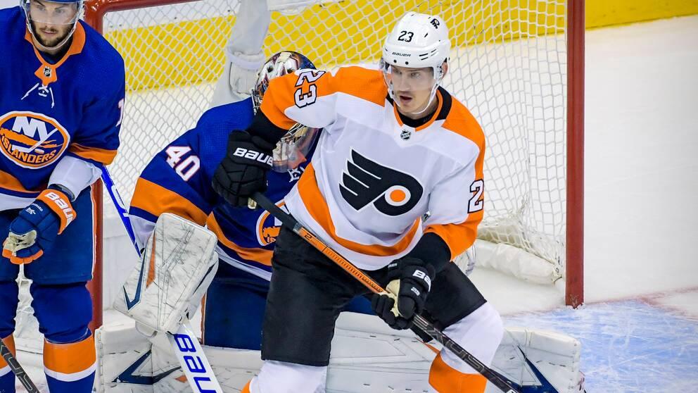 Philadelphias Oskar Lindblom på isen mot New York Islanders.