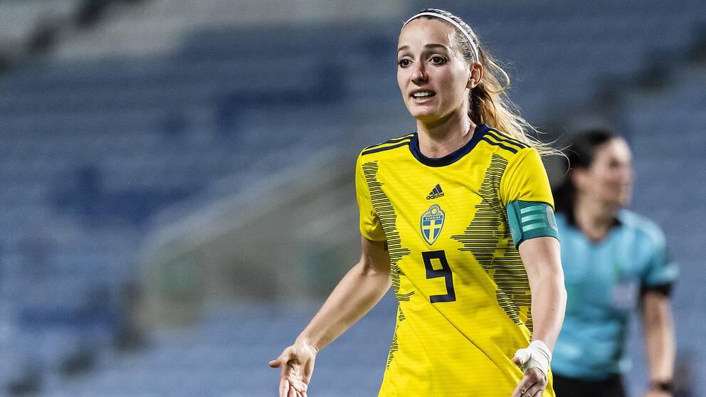Kosovare Asllani ställer krav på Svenska Fotbollförbundets jämställdhetsarbete.