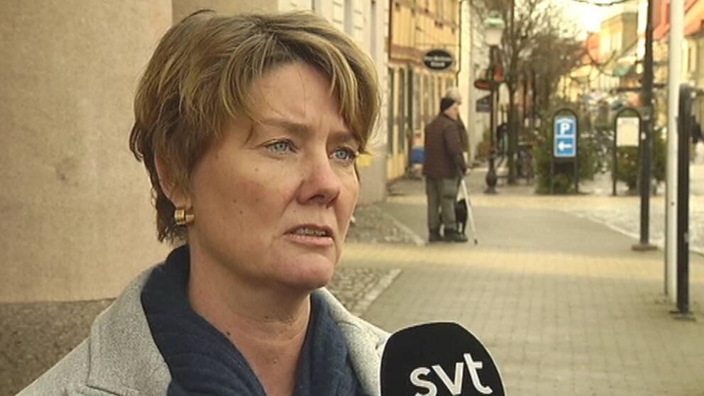 Kommunalrådet Kristina Benz i stadsmiljö