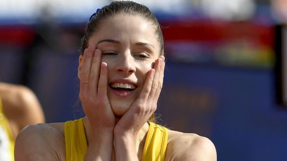 Sveriges Amanda Holmberg vinner damernas 400 meter häck under söndagens Finnkamp i friidrott i på Ratina Stadion i Tammerfors i Finland.