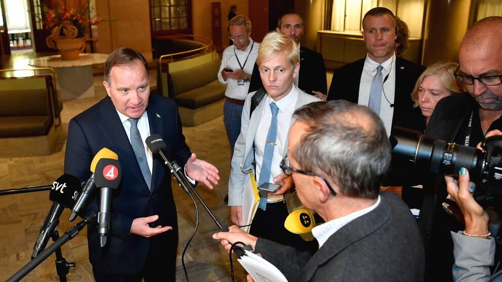 Stefan Löfven intervjuas efter Riksmötets öppnande under tisdagen. I klippet analyserar SVT:s politiske kommentator Mats Knutson beskeden som kom under dagen.