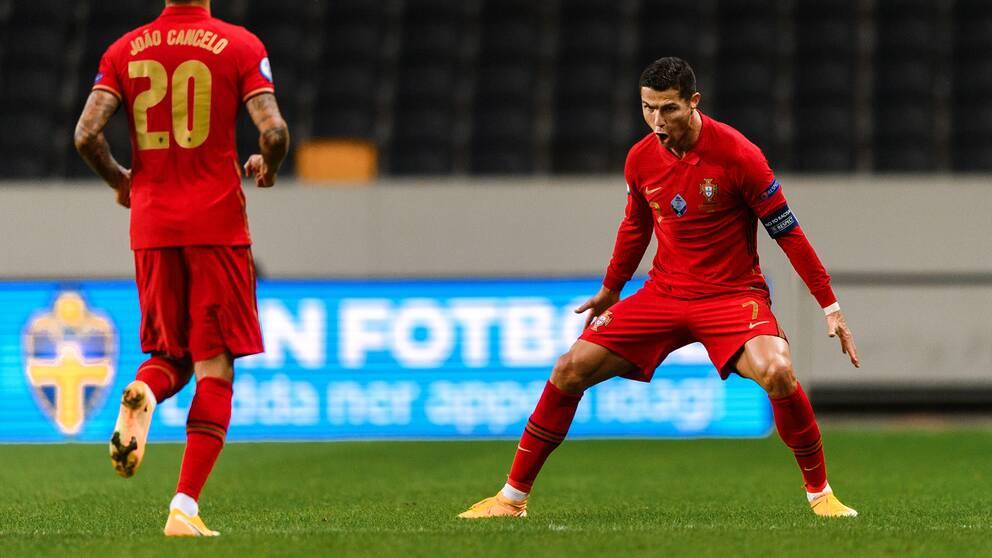 Ronaldo jublar efter att ha gjort 1-0 mot Sverige.