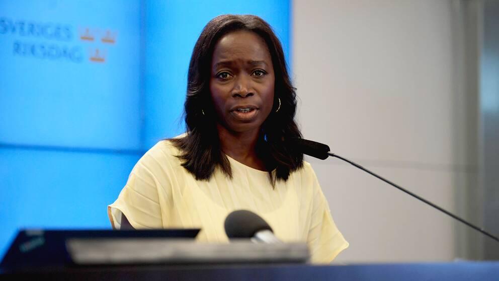 Liberalernas partiledare Nyamko Sabuni (L) under en pressträff.