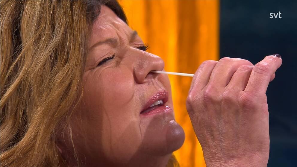 Doktor Karin Granberg med en tops i näsan.
