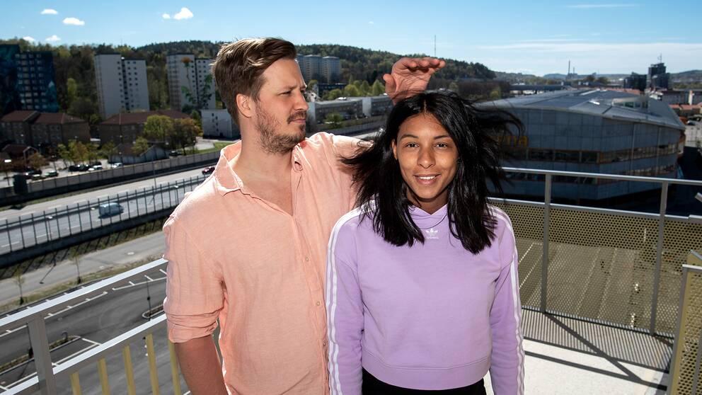 Jamina Roberts och sportchefen i Sävehof, Emil Berggren, i sitt gemensamma hem i Partille.
