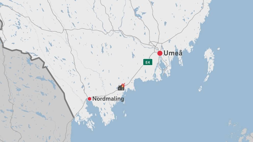 En karta över delar av Västerbotten där branden är utmärkt.