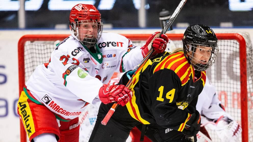 Modos Olivia Carlsson och Brynäs Hanna Rylander under en match i oktober 2019. Arkivbild.