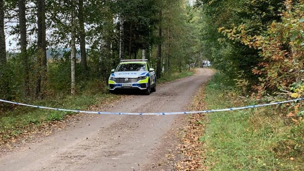 Se bilder från den misstänkta brottsplatsen.