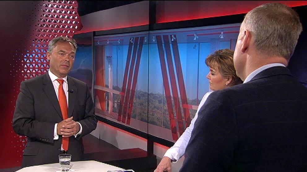 Jan Björklund, Jonas Sjöstedt debatterar under ledning av Lotta Bouvin