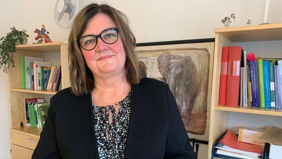 Marie Hjelm, chef för integrationsenheten i Avesta kommun, på sitt kontor.