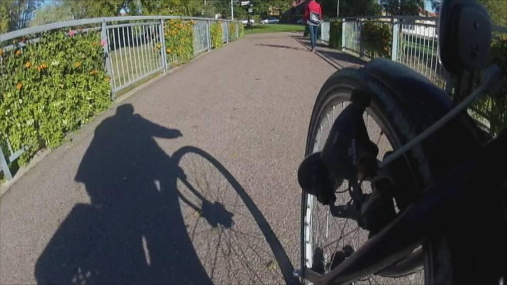 Cyklist i Karlstad, fotat från cykeln.