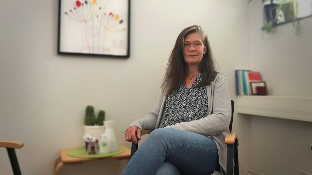 Ursula Liepe som jobbar på Previa sitter i ett kontorsrum.