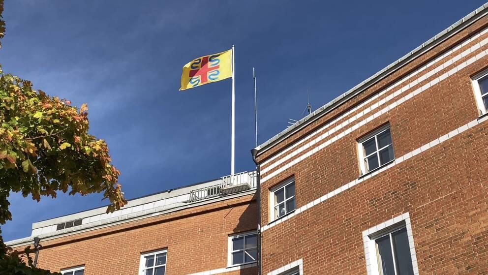 flagga på tak
