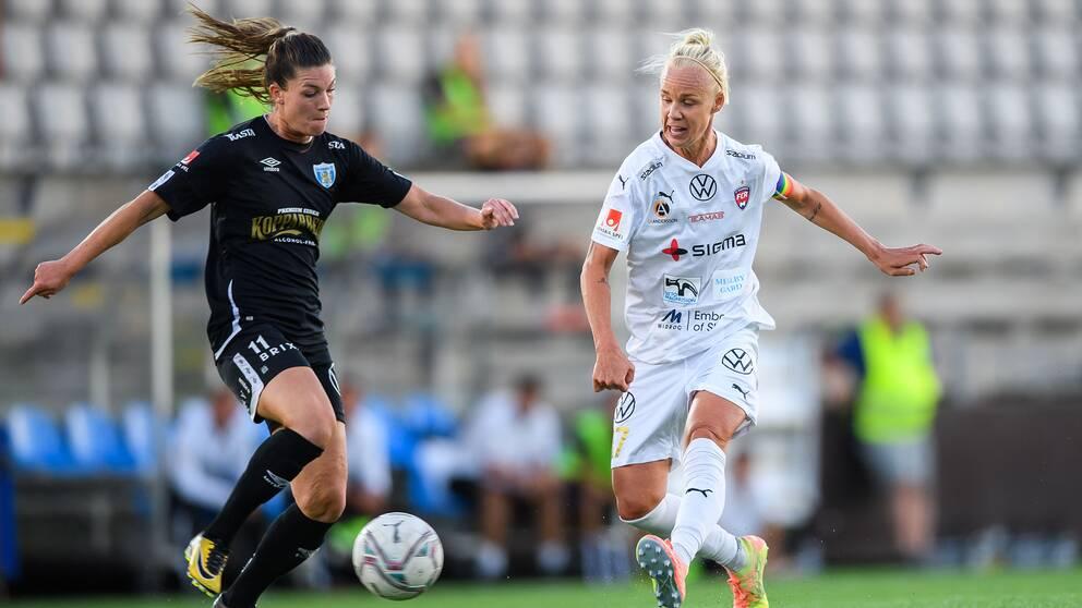 Rosengårds Caroline Seger (höger) och Göteborgs Pauline Hammarlund (vänster) under en ligamatch i augusti.